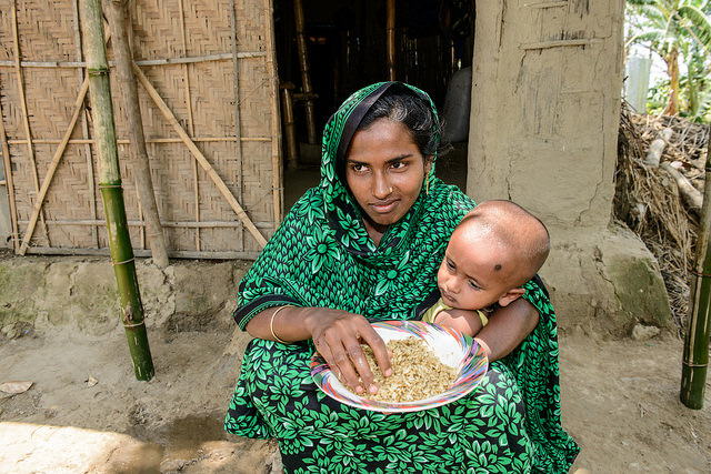 Mother eating fish chutney in Sunamgunj, Bangladesh. Photo by Finn Thilsted.