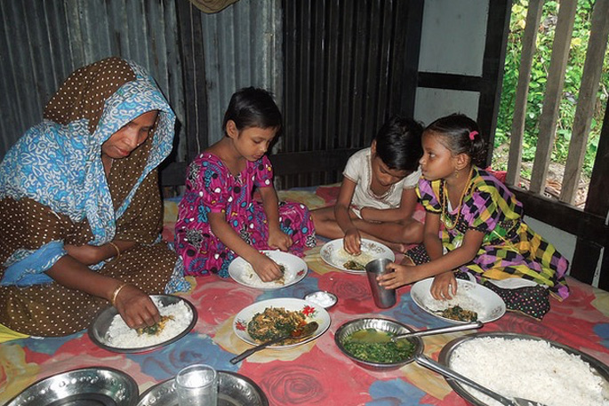 A family having lunch, Barisal, Bangladesh. Photo by Md Zamal Uddin.