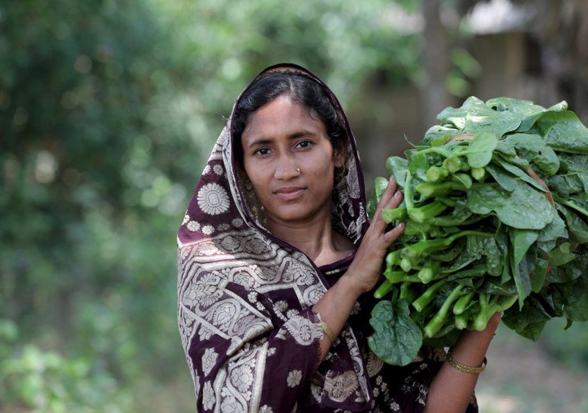 Woman carrying home vegetables in Khulna, Bangladesh